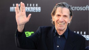 leonard-nimoy-gives-vulcan-salute-data