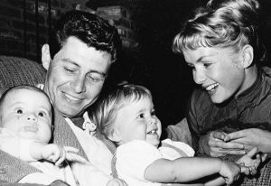debbie-reynolds-carrie-fisher-min